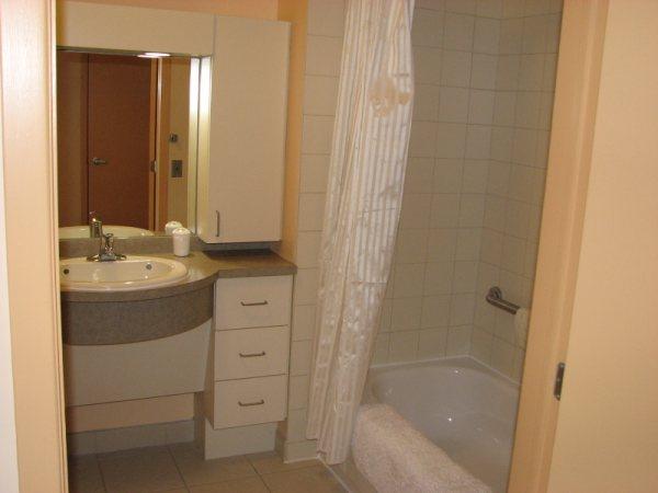 Salle de bain adaptées aux tramatisées craniens